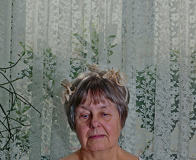 Old woman with hair decoration - p1279m1466889 by Ulrike Piringer