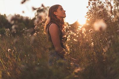 Summer girl - p1507m2028284 by Emma Grann