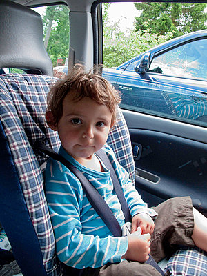 Small boy to be restrained in child safety seat in the car - p8475794 by Bengt Af Geijerstam
