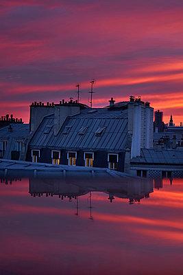 France, Paris, Sunset - p1411m2187271 by Florent Drillon