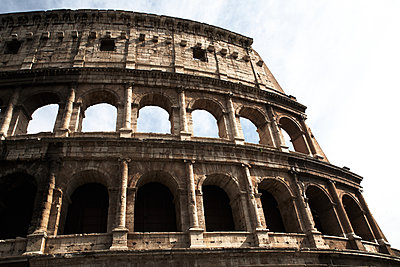 Colosseum - p579m2014844 by Yabo