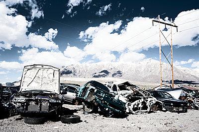 Autowracks in der Wüste - p1065m891772 von KNSY Bande