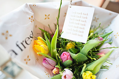 Close up of flower bouquet and note - p312m1522253 by Rebecca Wallin