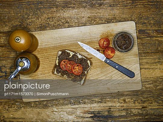 Belegtes Brot - p1171m1573370 von SimonPuschmann