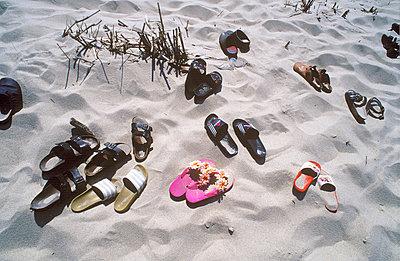 Latschen am Strand - p2550455 von T. Hoenig
