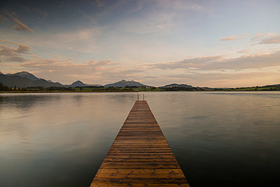 Germany, Bavaria, Fuessen, view to Hopfensee with jetty at twilight - p300m981008f by Walter G. Allgöwer
