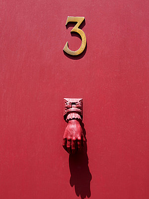 Doorknocker and number three on a red door - p813m925747 by B.Jaubert
