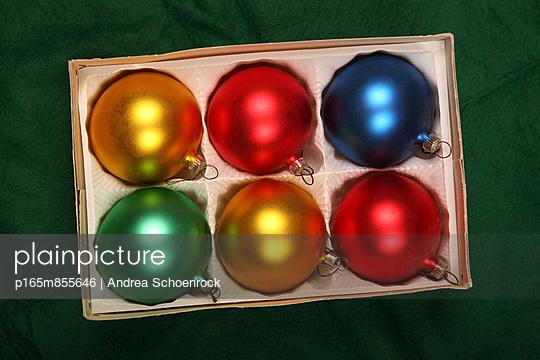 Tannenbaumkugeln - p165m855646 von Andrea Schoenrock