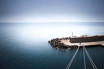 Breakwater and mooring ropes - p1062m871839 by Viviana Falcomer