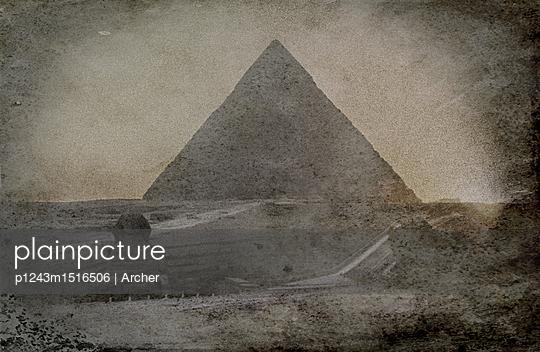 Cheops-Pyramide mit Sphinx - p1243m1516506 von Archer