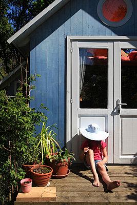 Relaxen auf Terrasse - p045m1169555 von Jasmin Sander