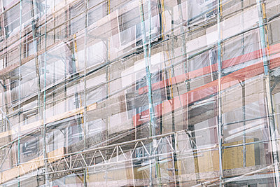 Building site facade with scaffolding - p401m2176273 by Frank Baquet
