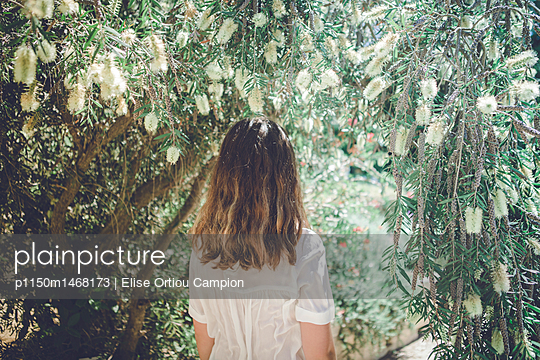 back of a teen - p1150m1468173 by Elise Ortiou Campion