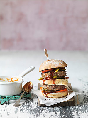 Burger - p1134m949138 by Pia Grimbühler