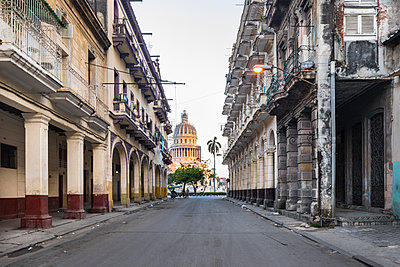 View to Capitolio, Havana, Cuba - p300m2114295 by hsimages