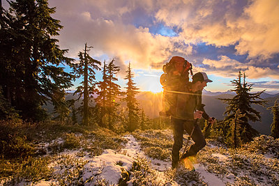 Mountaineer on approach to the Coast Mountain Range. - p1166m2255887 by Cavan Images