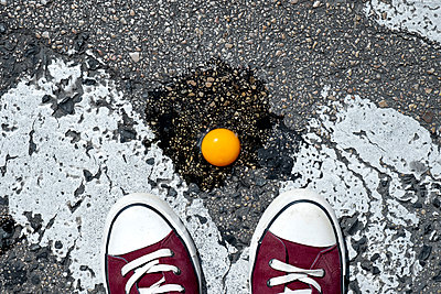 Egg on the asphalt - p1423m2002071 by JUAN MOYANO