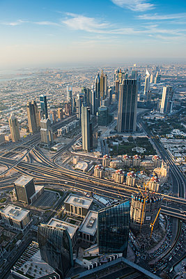 UAE, Dubai, Highrise building in Down Town Dubai - p300m2070787 by Michael Runkel