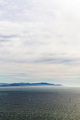 Dunst über dem Meer - p756m891560 von Bénédicte Lassalle