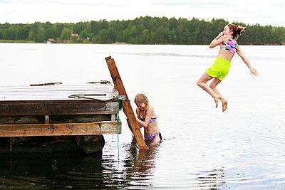 Girls having fun at sea - p312m2237245 by Phia Bergdahl