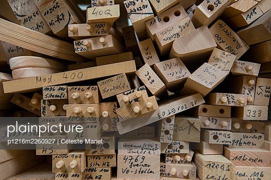 Wood - p1216m2260927 by Céleste Manet
