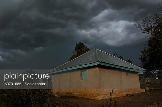 Huette im Gewitter - p9791685 von Schickhofer