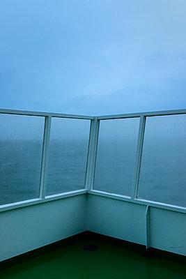 Northern Sea in winter - p1132m973386 by Mischa Keijser