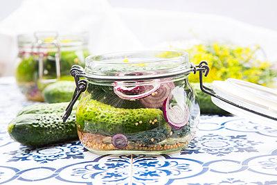 Preserving jar of gherkins and cucumbers - p300m1166775 by Larissa Veronesi