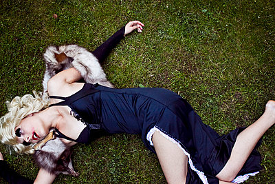 Dead woman lying in a park - p8580033 by Lucja Romanowska