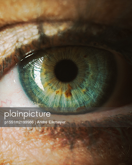 Single eye, close-up - p1551m2199986 by André Eikmeyer