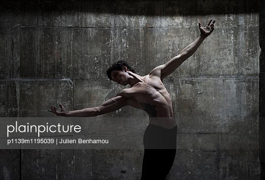 p1139m1195039 by Julien Benhamou