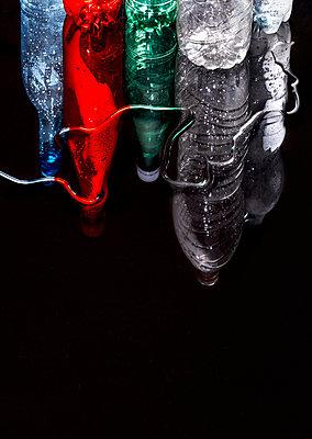 Plastikflaschen, Reflektion - p1329m2244728 von T. Béhuret