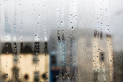 Beschlagenes Fenster - p1057m931378 von Stephen Shepherd