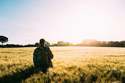 Jäger im Feld - p1076m1442128 von TOBSN