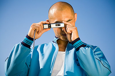 Man takes a picture with pocket camera - p1207m1115490 by Michael Heissner