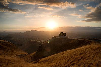 Sonnenuntergang in Neuseeland - p1154m1425735 von Tom Hogan