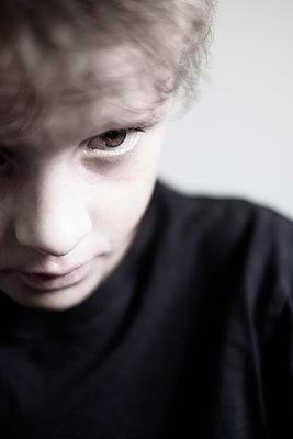 Contemplative boy - p1228m2253911 by Benjamin Harte