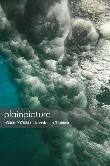 Indonesia, Bali, underwater, wave - p300m2070341 by Konstantin Trubavin
