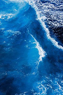 Wasserwelle an der Südküste von La Palma - p177m1497552 von Kirsten Nijhof