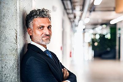 Portrait of confident mature businessman - p300m1535900 by HalfPoint