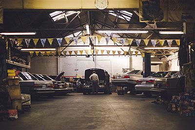 Garage - p1150m1218272 by Elise Ortiou Campion