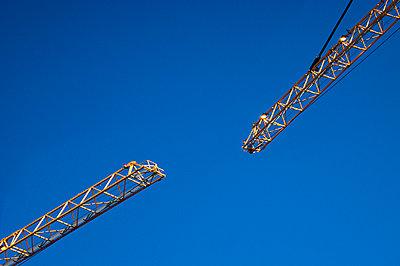 Building crane - p1418m1572422 by Jan Håkan Dahlström
