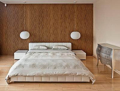 Schlafzimmer - p390m813047 von Frank Herfort