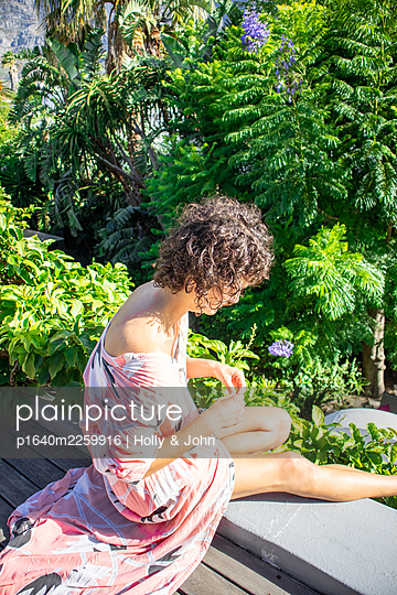 Woman sitting on a wall - p1640m2259916 by Holly & John