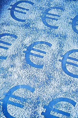 Euro in Puderzucker - p1149m2027073 von Yvonne Röder