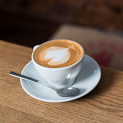 Cup of cappuccino with heart shape on crema - p300m1156760 by blauphoton