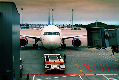 Airport - p375m854902 by whatapicture
