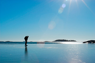 Scandinavia, Sweden, Stockholm, Man skiing - p575m1074990f by Hans Berggren