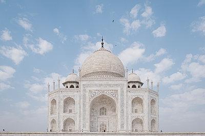 India, Uttar Pradesh, Agra, Taj Mahal - p1600m2215386 by Ole Spata
