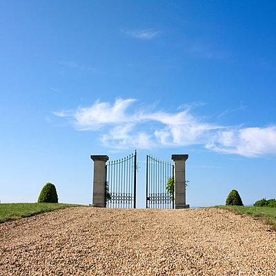 Opened gate - p8130270 by B.Jaubert